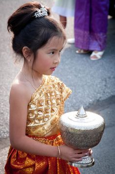 Khmer Wedding. Khmer people are the predominant ethnic group in Cambodia, accounting for approximately 90% of the 15.2 million people in the country. (V)