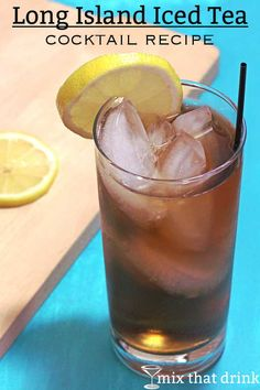 The Long Island Iced Tea drink recipe features cola, all the white liquors and some citrus notes. Its delicious and refreshing, but the high alcohol content can sneak up on you. Party Food And Drinks, Bar Drinks, Alcoholic Drinks, Long Island Iced Tea Recipe Easy, Long Island Tea, Iced Tea Mix, Tea Cocktails, Classic Cocktails, Happy Hour Drinks