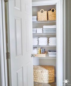 If organizing the linen closet is on your to do list, @kelleynan has all the inspiration you'll need. Stack + store by color and use coordinating storage containers. And that...is how it's done.Always love your style, Kelley! #linen #closet #organization