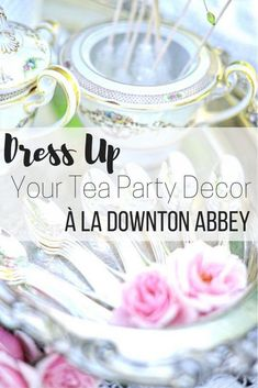 Tea party decor à la Downton Abbey - Perfect style setting for a wedding. Add some gifts for each guest, or transform it into a total vintage high tea time at your house.