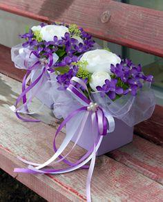 Fialky s pryskyřníkem Christmas Flower Arrangements, Silk Arrangements, Easter Wreaths, Flower Boxes, Ikebana, Door Wreaths, Easter Crafts, Floral Design, Centerpieces