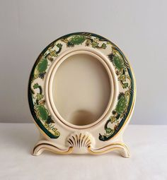 Vintage Mason's Ironstone oval picture frame green by MaisonMaudie  Beautiful frame. This would make a great holiday gift, especially with a photo of a loved one inside.