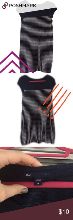 GAP striped t-shirt dress Adorable striped t-shirt dress! Add a necklace and some heels and you have a perfect brunch outfit GAP Dresses