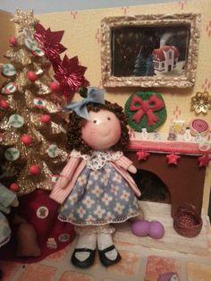 Tumima Dolls de Marisa Madejón. Miniature Christmas, Diy And Crafts, Christmas Ornaments, Holiday Decor, Home Decor, Dollhouses, Illusions, Miniatures, Hipster Stuff