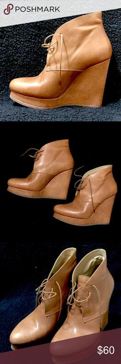 "Jil Sander  Ankle Boots Sz 39 Jil Sander Ankle Boots made in Italy, Size 39, very clean, some signs of wear but it's in excellent condition. Heels is between 4.5""&5"". 😍 Jil Sander Shoes Ankle Boots & Booties"