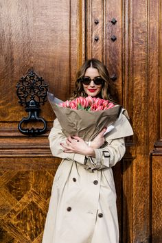 Domenica Mattina con Graziosi Links d'Ispirazione. {Sunday Morning & Lovely Links} | Cool Chic Style Fashion Vogue Photography, Lifestyle Photography, Photography Flowers, Portrait Poses, Oui Oui, Picture Poses, Colorful Fashion, Business Women, Editorial Fashion