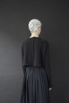 FAFLODINE - purlonpearl:   (via Egg | six) button details down back of sweater