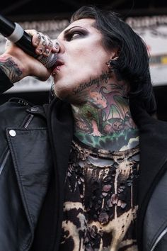 motionless in white Emo Bands, Music Bands, Rock Bands, Beautiful Men, Beautiful People, Band Wallpapers, Daddy, Motionless In White, Andy Biersack
