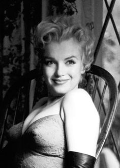 Marilyn Monroe - Summers in Hollywood Hollywood Glamour, Hollywood Actresses, Classic Hollywood, In Hollywood, Actors & Actresses, Estilo Marilyn Monroe, Rare Marilyn Monroe, Marilyn Monroe Photos, Marylin Monroe Body