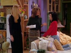 """""""Wanna light some incense?""""   Here Are All 90 Outfits Rachel Green Wore On The First Season Of """"Friends"""""""