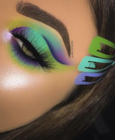 using the tropical wonders palette 😍❤️ check out original post for further product details 💙 Makeup Eye Looks, Eye Makeup Art, Cute Makeup, Glam Makeup, Pretty Makeup, Eyeshadow Makeup, Makeup Inspo, Eyeshadow Palette, Makeup Brushes