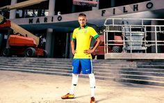 Neymar posa com a camisa da Seleção (Foto: J.R. Duran ) #nike #nikerio #fevereiro13