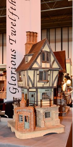 glorious twelfth highlight (jt-I really like Glorious Twelfth, John Lewthwaite's houses are so magnificent and interesting, always with places to create exterior displays too - this one is pictured at Miniatura. Love the pie shop!)