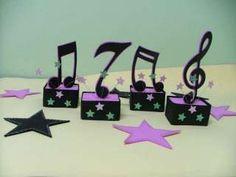 DECORAÇÃO COM NOTAS MUSICAIS PARA ANIVERSÁRIO                                                                                                                                                                                 Mais Rockstar Party, Rockstar Birthday, 10th Birthday, Birthday Parties, Music Centerpieces, Party Centerpieces, Music Themed Parties, Music Party, 70s Party