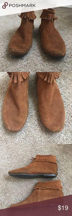 LABOR DAY SALE Minnetonka Pre-loved Minnetonka fringe booties || OFFERS WELCOME 👇🏼👇🏼👇🏼 Minnetonka Shoes
