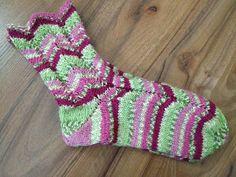 Arkimamman Arkiralli: Ihastuin Olga-sukkiin! Socks, Google, Fashion, Slipper, Tights, Sock Knitting, Tutorials, Stockings, Moda
