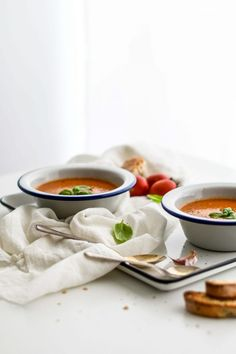New Soup Photography Tomato Ideas Roasted Tomato Soup, Tomato Soup Recipes, Roasted Tomatoes, Crock Pot Tortellini, Vegetable Lunch, Red Velvet, Low Carb Meats, Thyme Recipes, Crock Pot Tacos