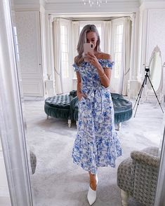 Well it's been YEARS since I posted a phone selfie on IG, but I think it's worth it to share THIS DRESS 😍 A sneak peak from my Occasionwear… Fashion Mumblr, Fashion Dresses, Womens Fashion, Fashion Tips, Cool Style, My Style, Occasion Wear, Fashion Forward, Tory Burch
