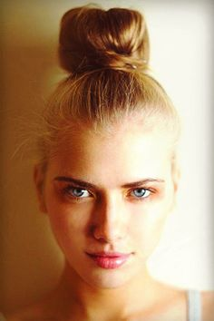 Easy Hairstyle: The 5-Minute Top Knot, bun, low maintenance hairstyle, how-to