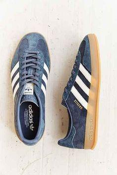 Adidas Shoes OFF!>> Trendy Women's Sneakers : adidas Gazelle Gum-Sole Indoor Sneaker Adidas Gazelle, Look Fashion, Fashion Shoes, Mens Fashion, Ladies Fashion, Fashion News, Fashion Outfits, Sock Shoes, Shoe Boots