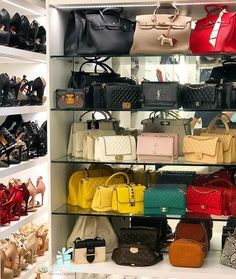 13 ideas for placing a dressing room for men in a room Luxury Bags, Luxury Handbags, Fashion Handbags, Purses And Handbags, Fashion Bags, Bedroom Closet Design, Closet Designs, Bag Closet, Sacs Design