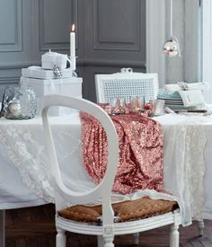 Love this table cloth!