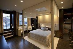 cama de dosel preciosa en el dormitorio moderno