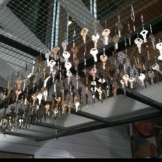 Keys tied with fishing yline to wire grid makes the most lovely sounding wind chime to hang high on a porch (spotted at Boston Children's Museum) Key Projects, Outdoor Projects, Wood Projects, Key Crafts, Diy And Crafts, Mobiles, Diy Wind Chimes, Old Keys, Keys Art
