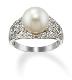 14kt white gold Diamond design ring with a freshwater cultured Pearl center.