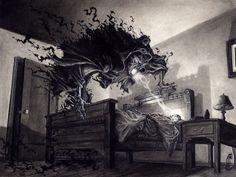 Sigiloso se escurre por los rincones de tu habitación, en paciente espera para que la inconsciencia te encuentre y te arrastre a la obscuridad de su universo onírico...