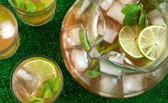Mint and Lime Iced Tea Recipe - 8 green tea pkts, 4 limes (or a couple lemons?), bunch of mint Mint Drink Recipe, Iced Tea Recipes, Drink Recipes, Bar Recipes, Asian Recipes, Summer Drinks, Fun Drinks, Beverages, Loosing Weight