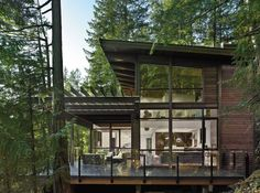 Just gorgeous! I love the roofline, the dark exterior and the use of glass. This home perfectly fits in its surroundings. Prefab house in British Columbia