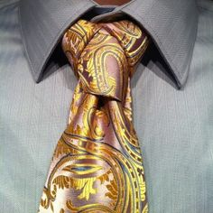 Instruction for tying a Cape necktie knot.