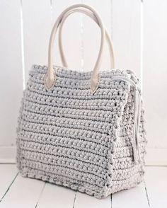 Красивой сумки должно быть много☝ а влазить в неё должно всё необходимое Размер 34*41*16 Состав: хлопок 100%, подкладка креп-сатин Цена с подкладкой 1400 грн Для заказа Viber/direct, 099 28 58 726