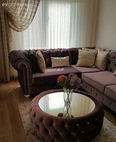 Yeni taşındığı evinde klasiğin zamansız şıklığını tercih eden Zeynep hanımın her odasından ayrı fikirler bulabileceğiniz göz alıcı evinin konuğuyuz..