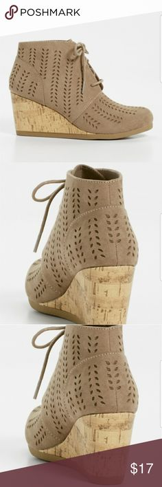 Daisy lasercut wedge Wipe Clean Maurices Shoes Wedges
