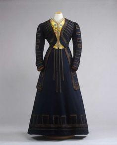 1908 ensemble.
