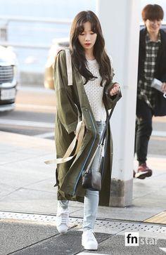 010417 Taeyeon Yoona Tiffany Hyoyeon & Seohyun - Incheon Airport to Vietnam by Press Korean Airport Fashion, Korean Fashion Kpop, Asian Fashion, Girl Fashion, Fashion Outfits, Girls' Generation Taeyeon, Girls Generation, Taeyeon Fashion, Seohyun