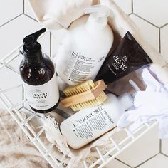 Dry, itchy winter hands..? No thank you. Find moisturizing skincare products for hands in our webshop <3