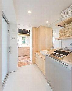洗面室・台所と寝室の2方向から出入りできる My Home Design, House Design, Muji Style, Tiny House Bathroom, Laundry Room Design, Japanese House, Powder Room, Future House, New Homes