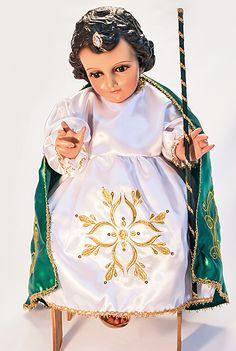 De venta en La Villita 89-14 Roosevelt Ave, Jackson Heights, NY 11372  Tel. (718) 651-3905  Artículos para fiesta, Piñatas, Vírgenes Restauración de Imágenes, Ropa para niño Dios Fotografía y Video.