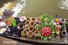 Floating markets in Bangkok Thailand Floating Market, Best Thai Food, Boat Food, Hotel Food, Beautiful Fruits, Top Place, Tropical Fruits, Thailand Travel, Bangkok