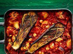 Tomaattimurskat ja muut säilykkeet ovat ruokakaapin perusvarustusta ja halpaa syötävää.