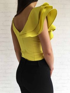 Imagen relacionada Stylish Outfits, Cool Outfits, Fashion Outfits, Womens Fashion, Neckline Designs, Blouse Designs, Lace Tops, Chiffon Tops, African Tops