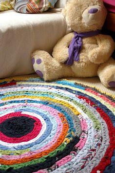 Colorful Rag Rug Tutorial - crochet using old t-shirts - on Cuada Design at http://cuadadesign.blogspot.com/2011/11/plaited-rag-rug-tutorial.html