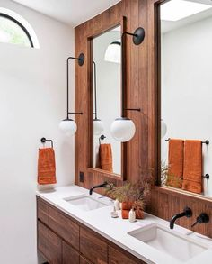 Beautiful wood, you have my heart. Super yummy project by photographed by including our Ramona Sconces with globes in matte black. Teak Bathroom, Modern Bathroom, Master Bathroom, Earthy Bathroom, Bathroom Layout, Bathroom Storage, Restroom Design, Bathroom Interior Design, Modern Interior Design