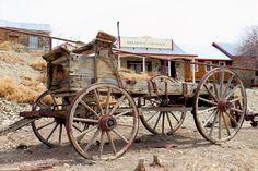 Horse Wagon, Horse Drawn Wagon, Western Comics, Abandoned Vehicles, Abandoned Cars, Nepal Culture, Old Wagons, Vintage Homes, Covered Wagon