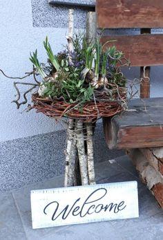 Picture result for osterdeko house entrance modern - Schone Pinnes, Ikebana, Spring Decoration, Arte Floral, Easter Wreaths, Spring Wreaths, Spring Crafts, Flower Decorations, Winter Decorations, Plant Hanger