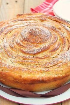 Spirale Briochée à la Noisette Cuisson : 30/40min à 180°C Repos : 1h30+30min Ingrédients:Pâte à brioche :- 250 ml de lait- 10g de levure boulangère - 500g de farine- 1 oeuf + 1 jaune- 50g de sucre- 70g de beurre demi-sel mou Crème de noisette : - 100g de beurre mou- 1 oeuf- 120g de sucre- 140g de noisettes en poudre