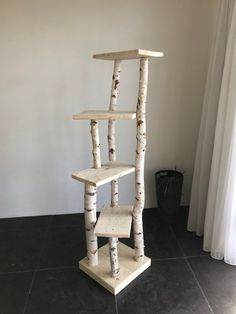 cramped tree trunk with scaffolding wood trunk .- beengter Baumstamm mit Gerüstholz cramped tree trunk with scaffolding wood trunk - Scaffolding Wood, Diy Cat Tree, Cool Cat Trees, Wood Cat, Cat Towers, Cat Shelves, Cat Playground, Cat Condo, Cat Tree Condo